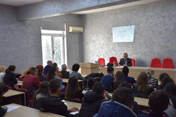 The expert B. Fischer- The history of World War II in Albania