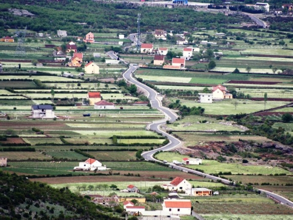 Investment in rural roads increased the value of housing and employment