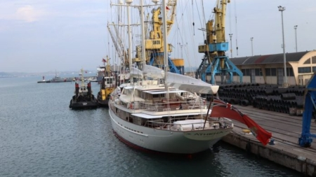 July 1-24, 2018, anchor 81 tourist yachts at the country's largest port Durres