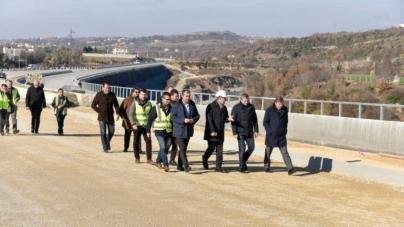 Minister Gjiknuri and the director of ARAA inspect the Tirana-Elbasan site